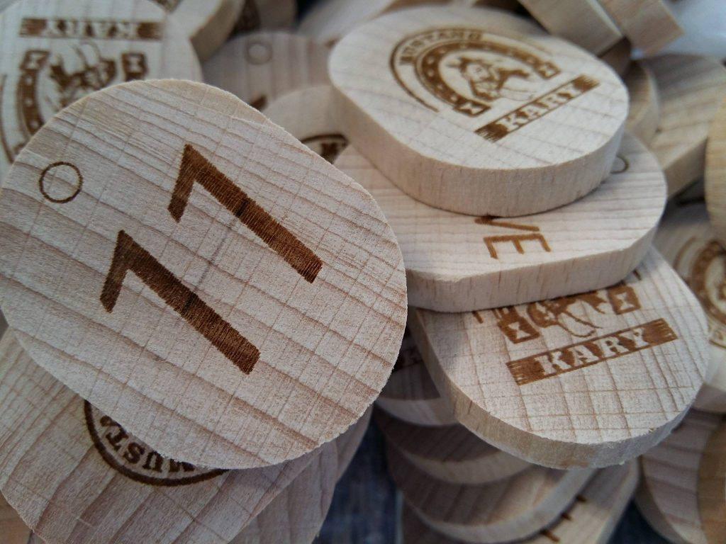 grawerowanie w drewnie