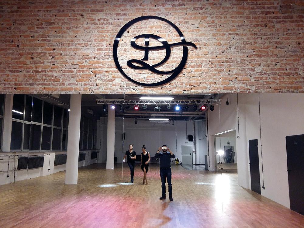 logo firmowe na ścianę