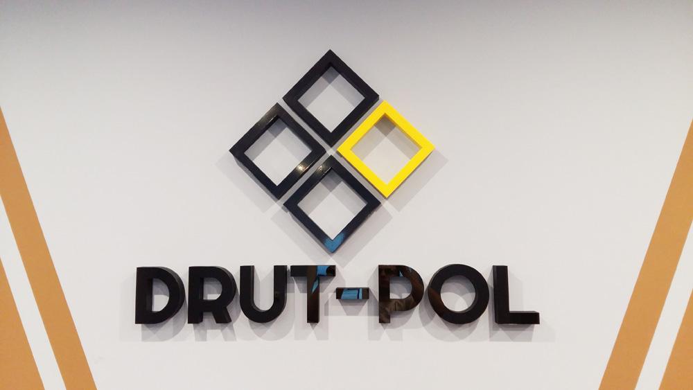 logo przestrzenne na ścianę