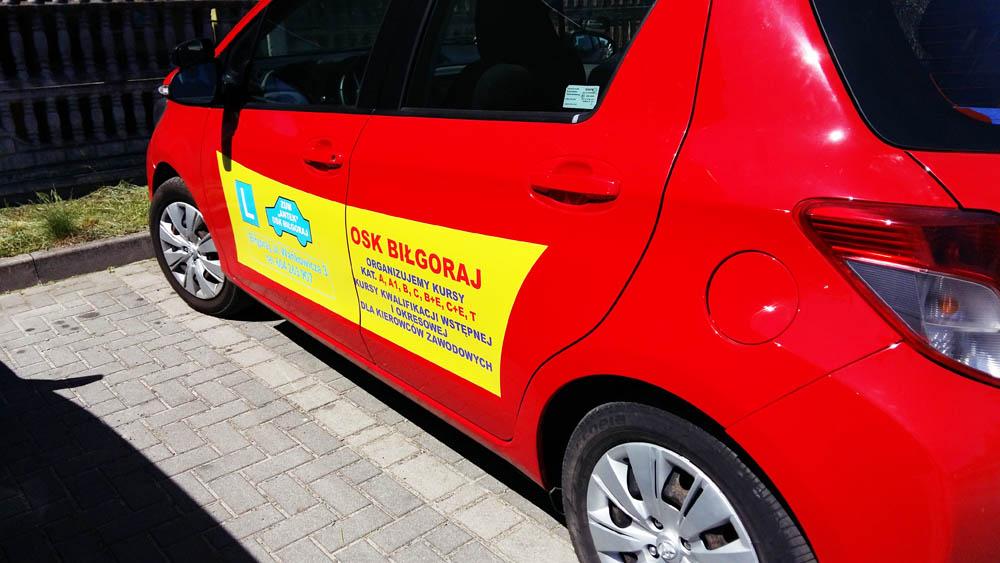 reklama na samochód nauki jazdy