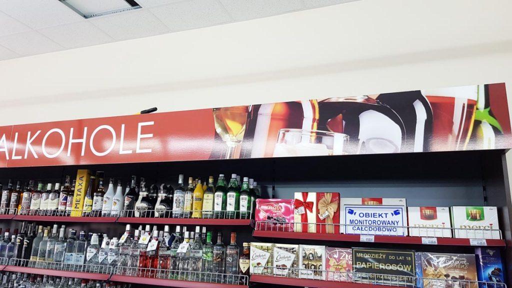 oznakowanie tablica z napisem alkohole