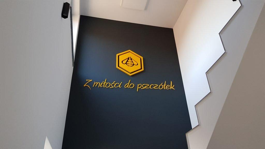 logo 3d z montażem