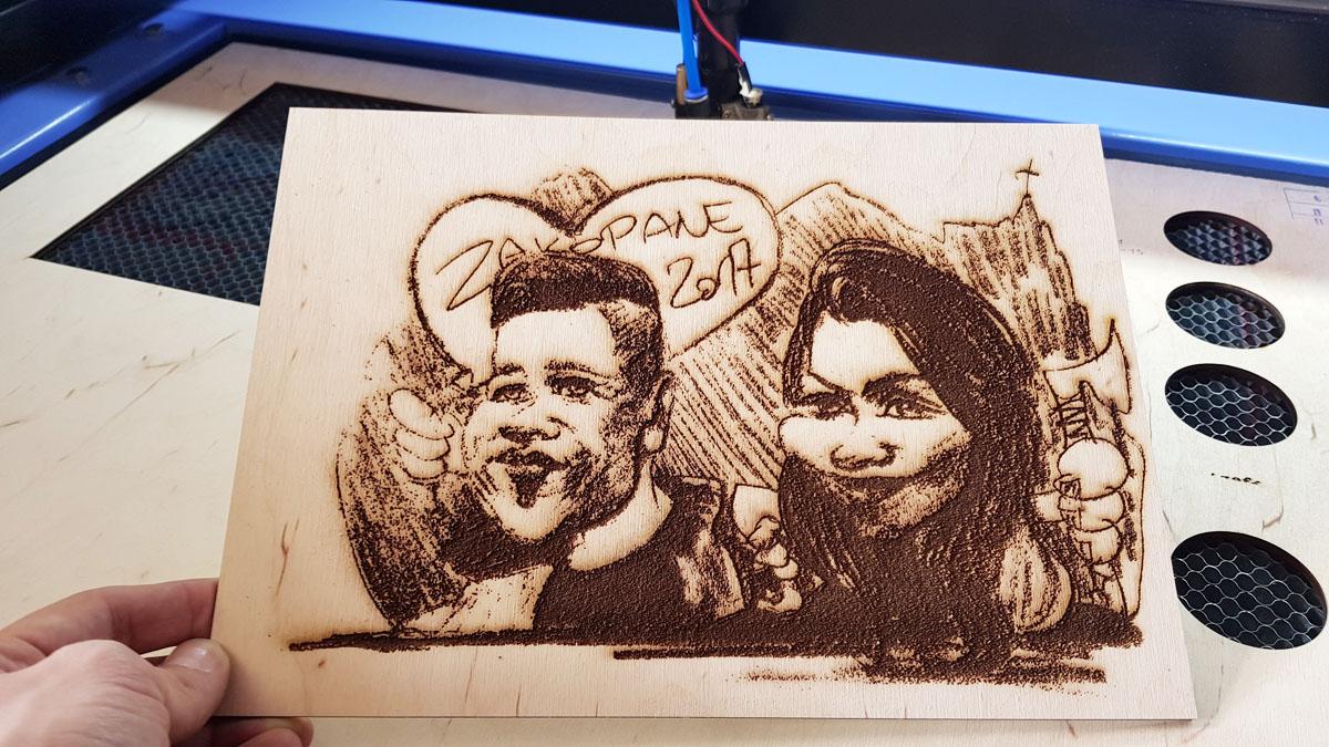 karykatura, obraz w drewnie