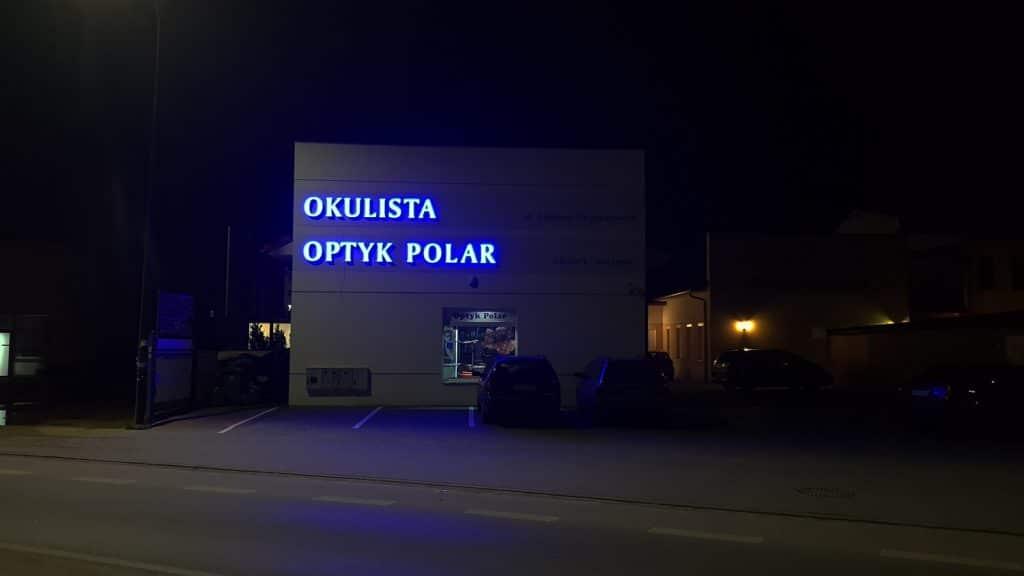 litery z podświetleniem led
