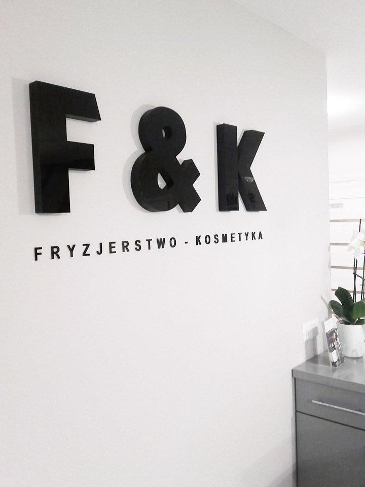 litery na ścianę