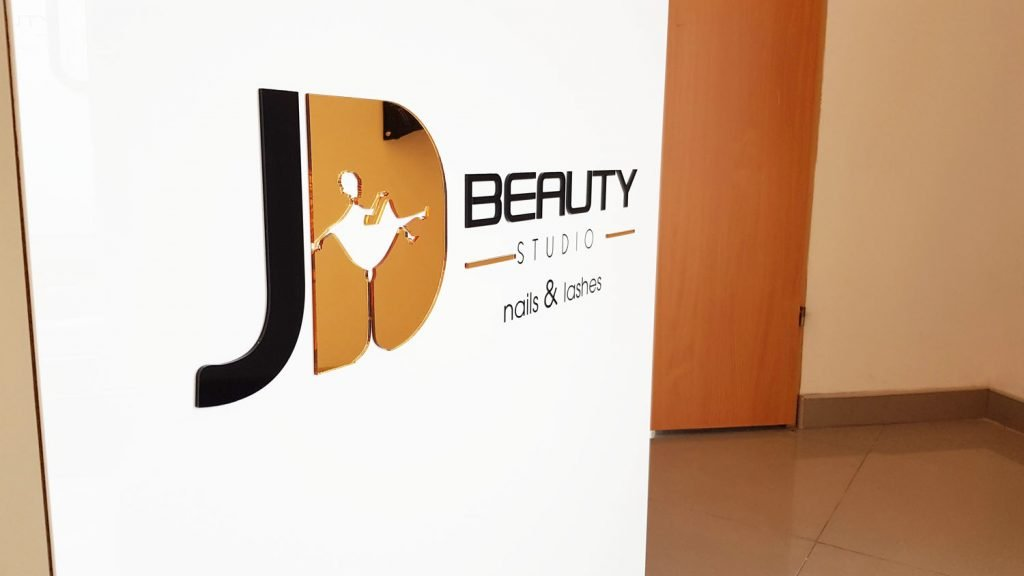 logo beauty studio