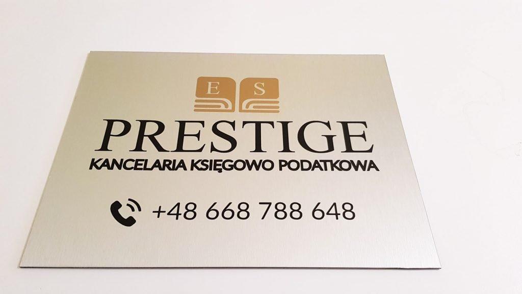tabliczka z logo