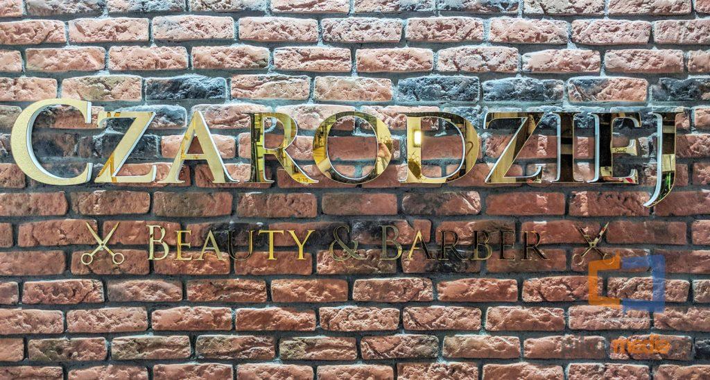 logo na ścianę złote litery