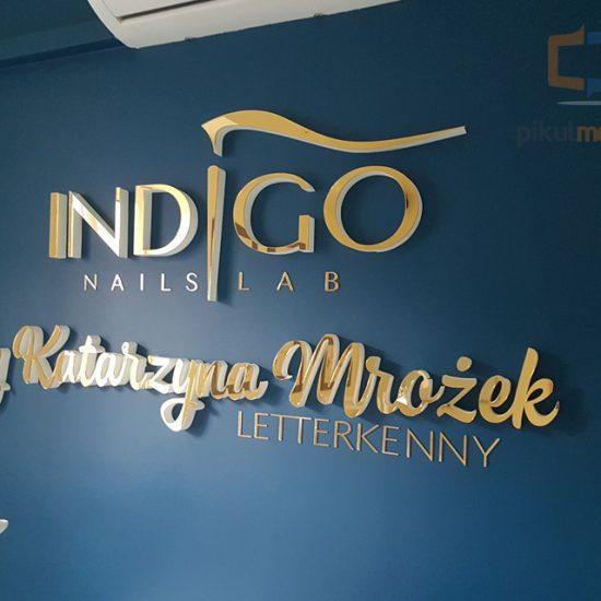 indigo złote logo na ścianę