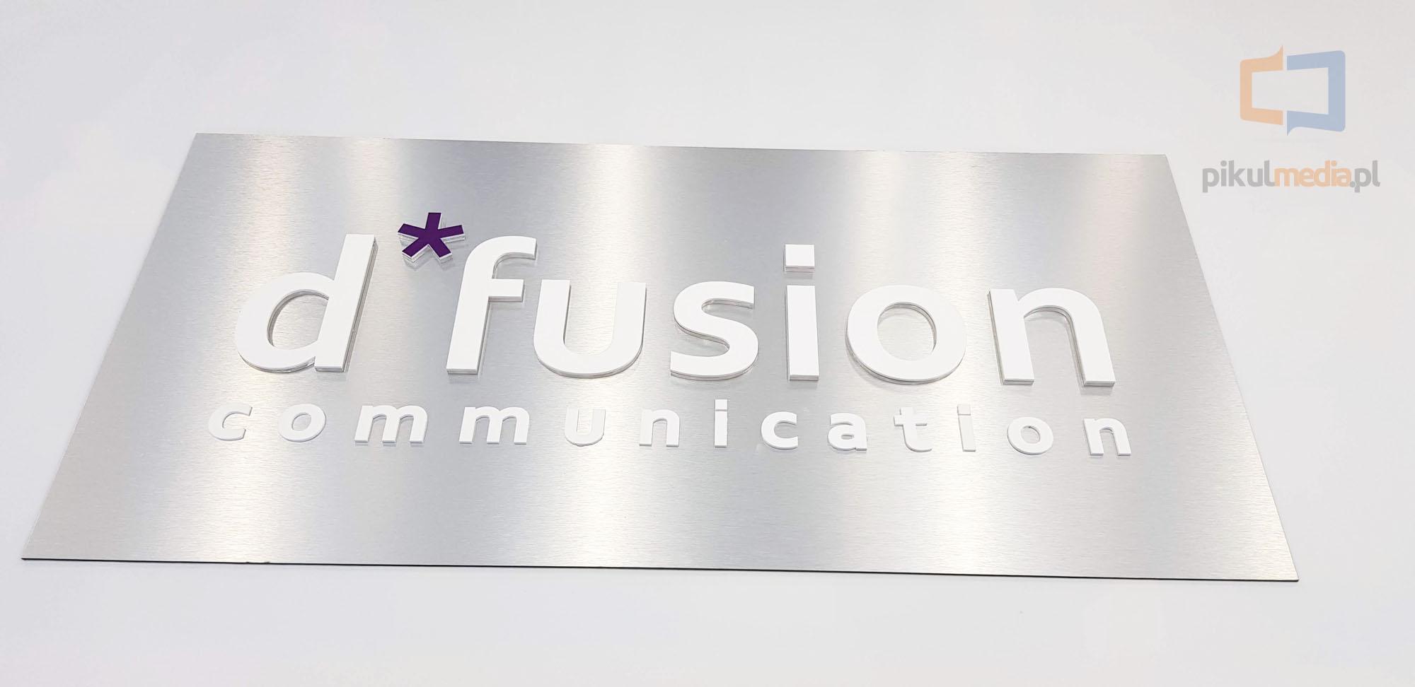 logo 3d na aluminium szczotkowane