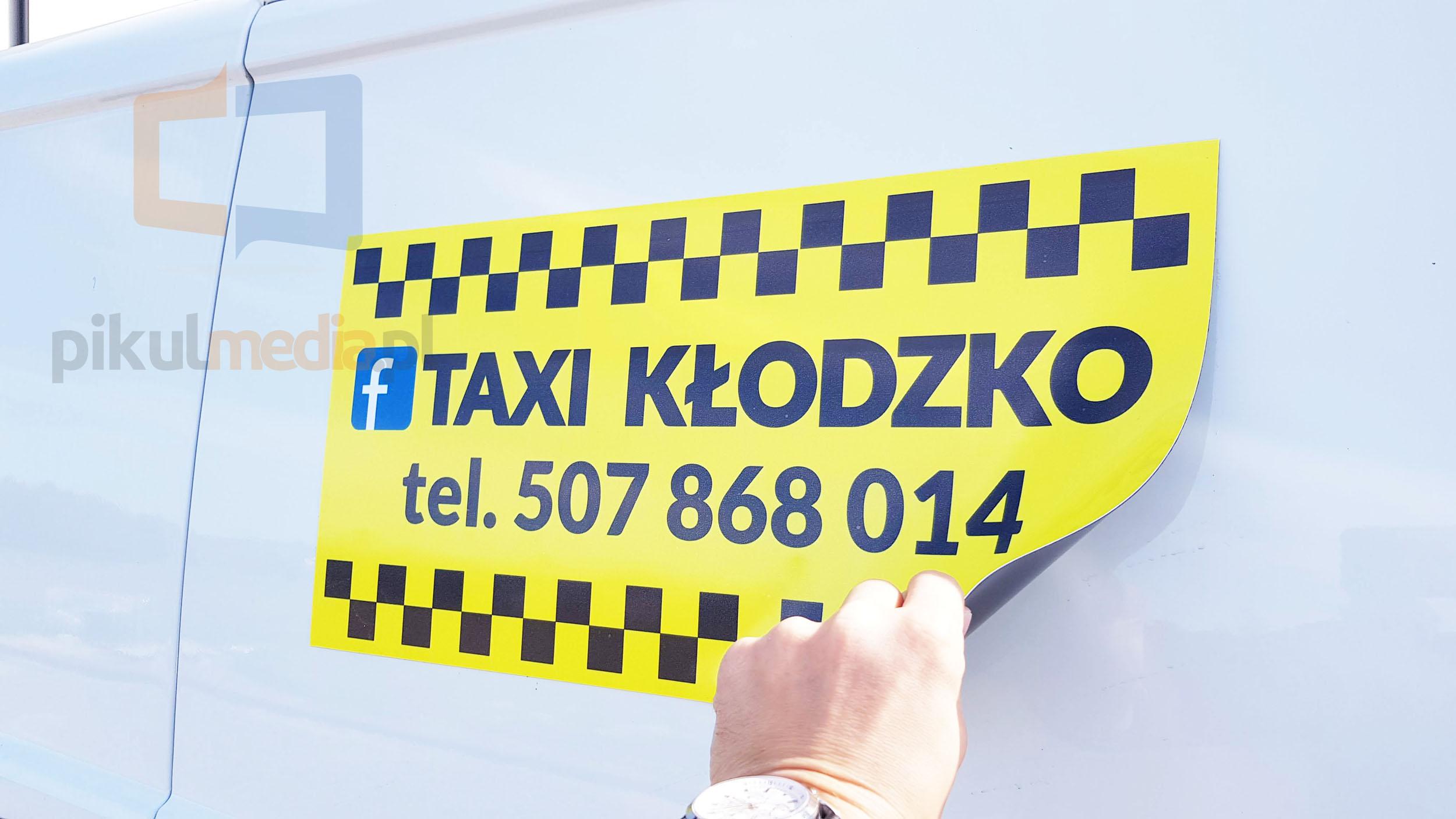 magnesy reklamowe na samochód taxi