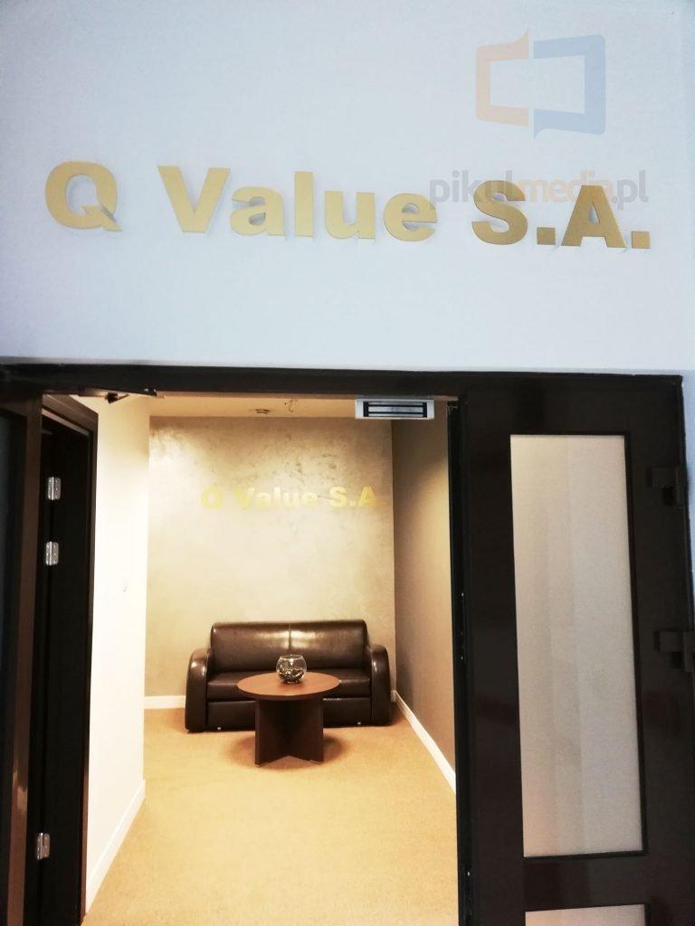 q value logo warszawa