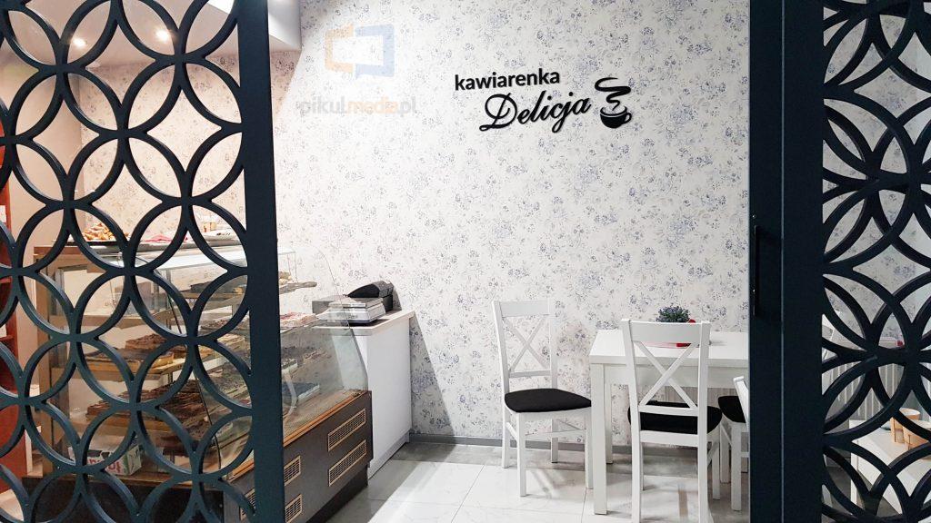 logo 3d jako wystrój kawiarni