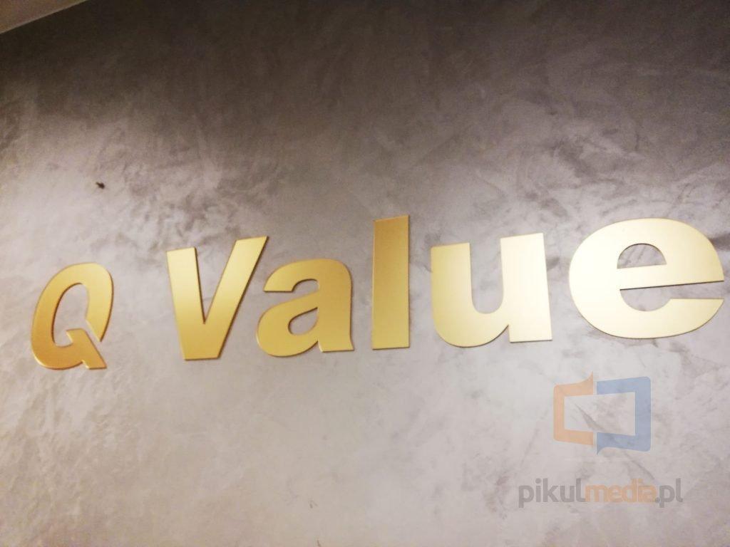 złote litery na ścianę