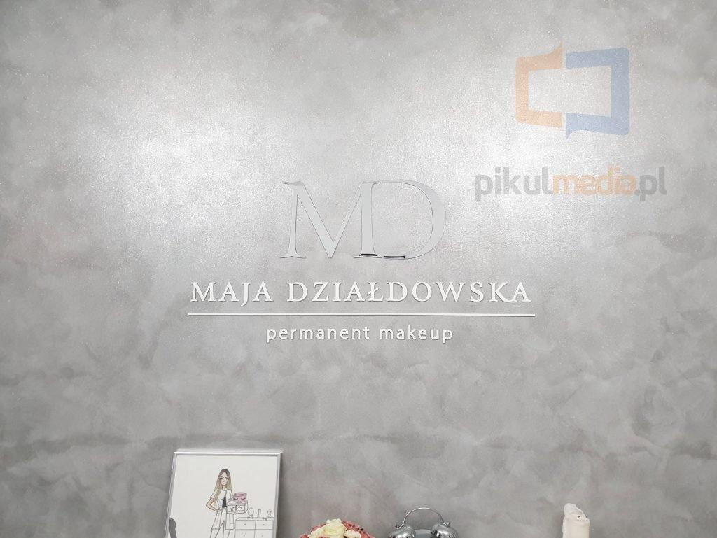 logo 3d na ścianę ze srebrnego lustra