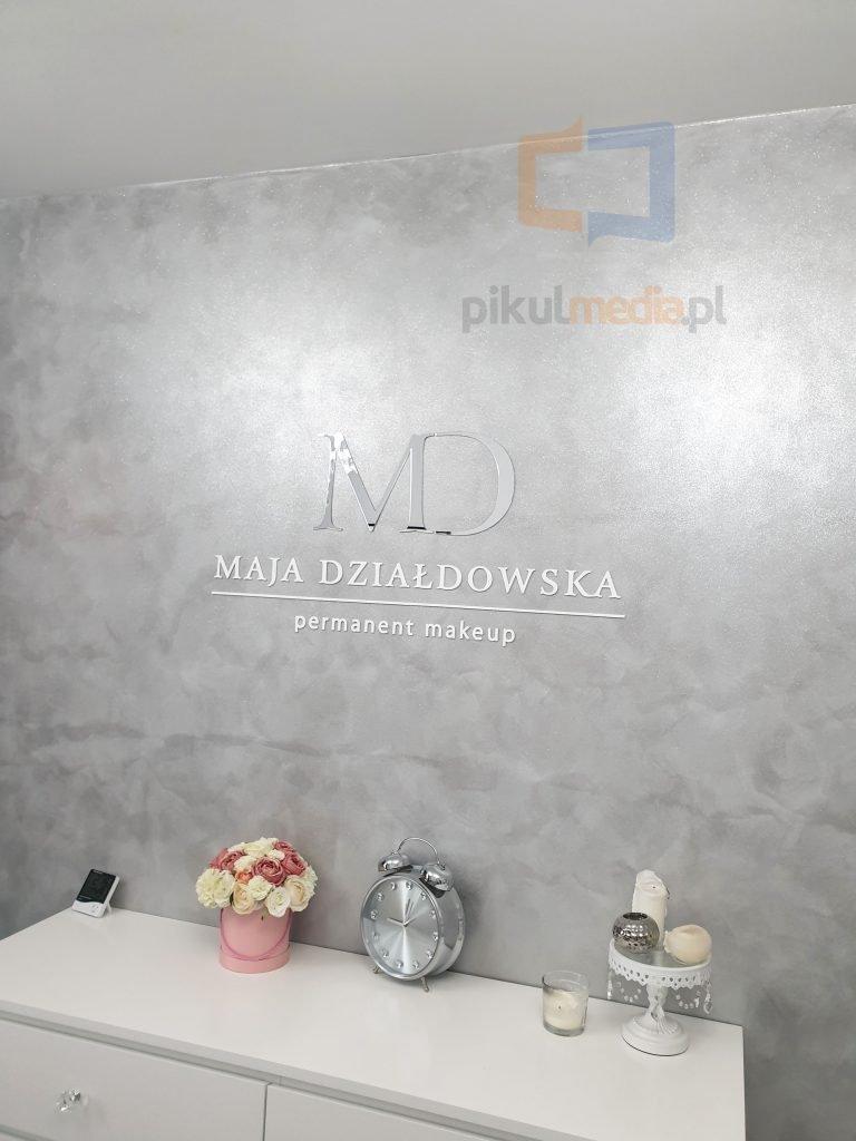 makeup logo na ścianę