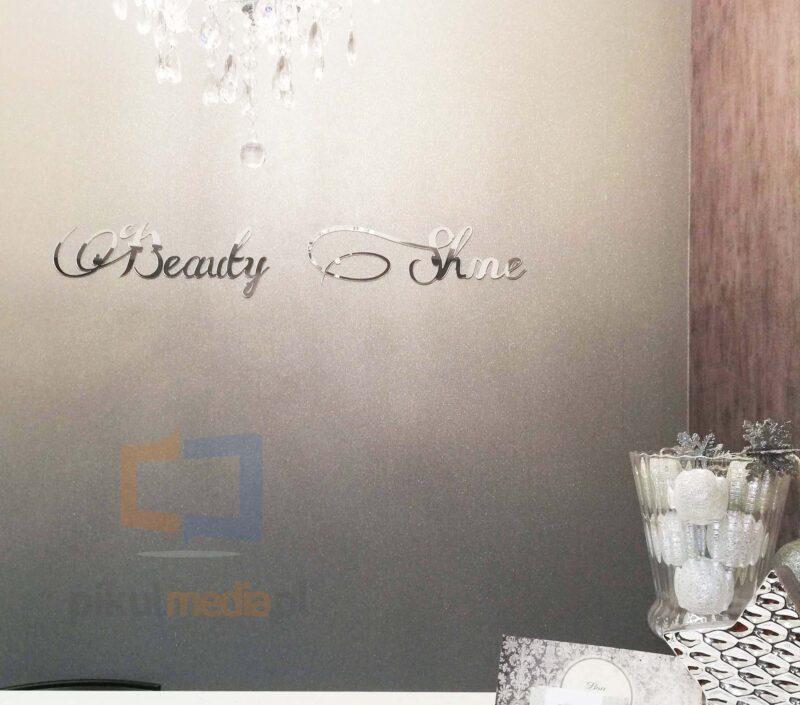srebrne litery na ścianę