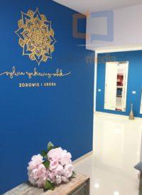litery na ścianę ze złotego lustra