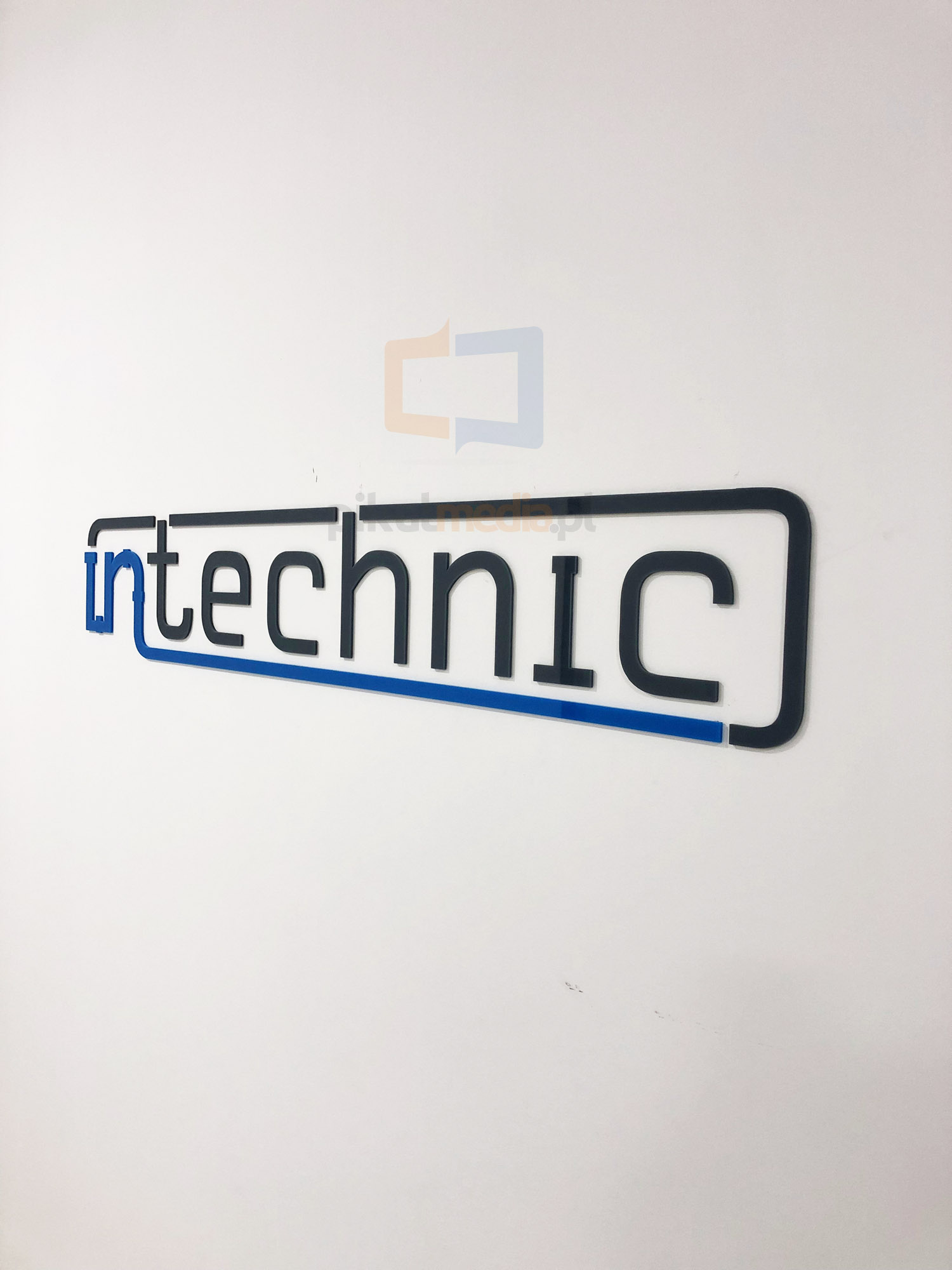 logo 3d zwysyłką