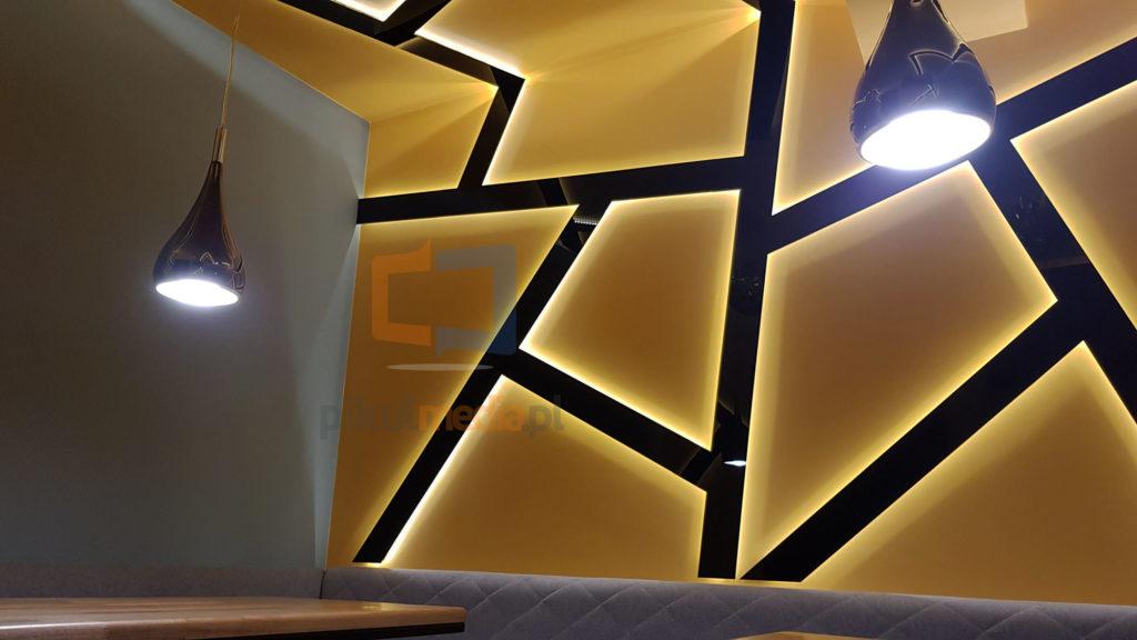pokój z ledowym podświetleniem